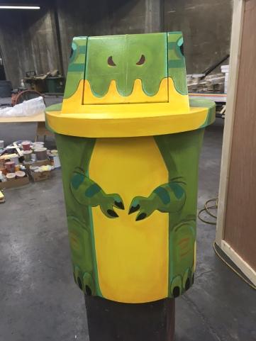 Dinosaur trash can for Snapchat